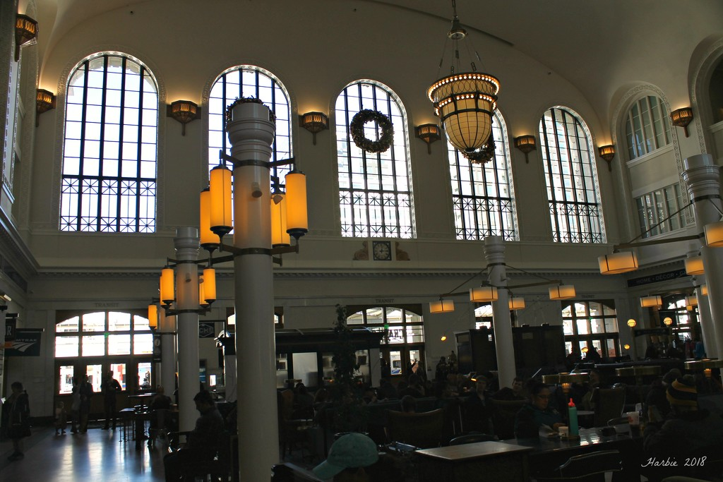Inside Union Train Station by harbie
