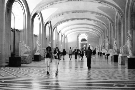 Lost in the Lourve by alophoto