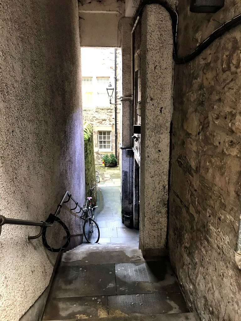 The narrow passages of Old Town Edinburgh. by happypat