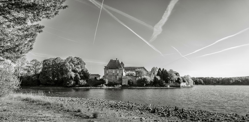 Paimpont 2018: Day 246 - Contrails over the Abbey by vignouse