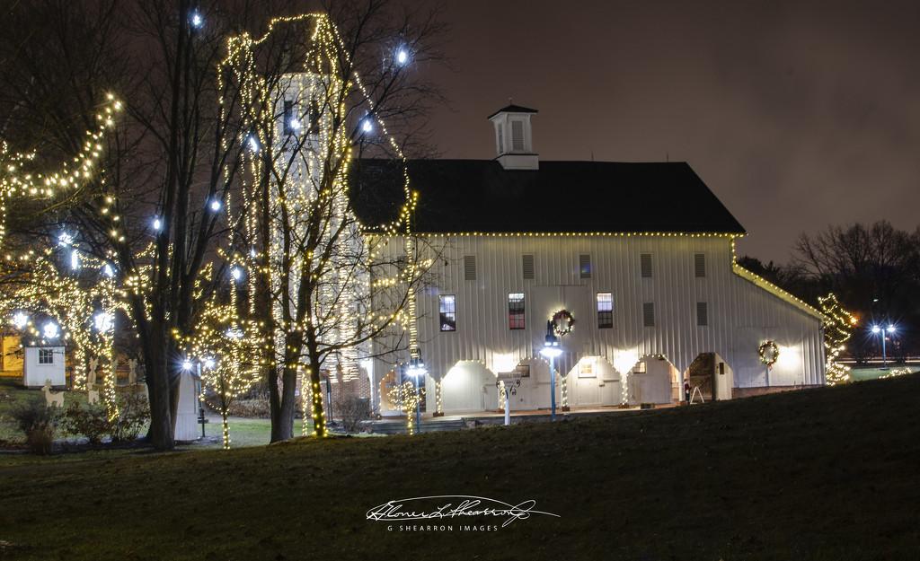 Holiday lights at Everal Barn by ggshearron