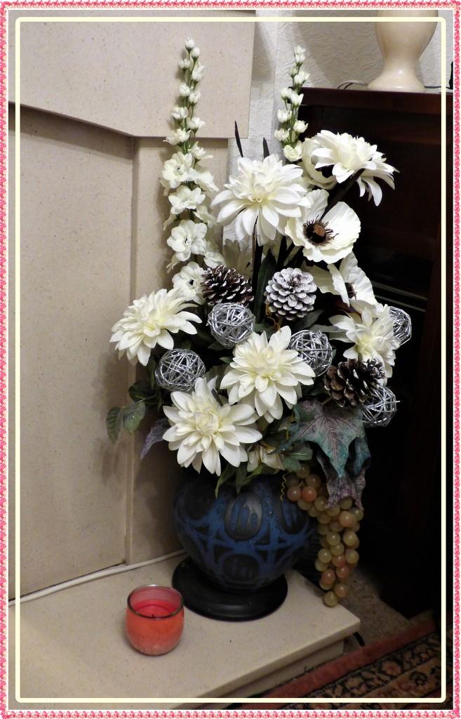 Christmas Arrangement  by beryl