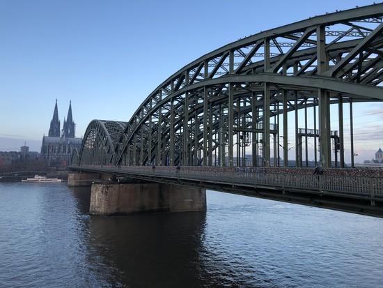 Hohenzollernbrücke and Dom  by bizziebeeme