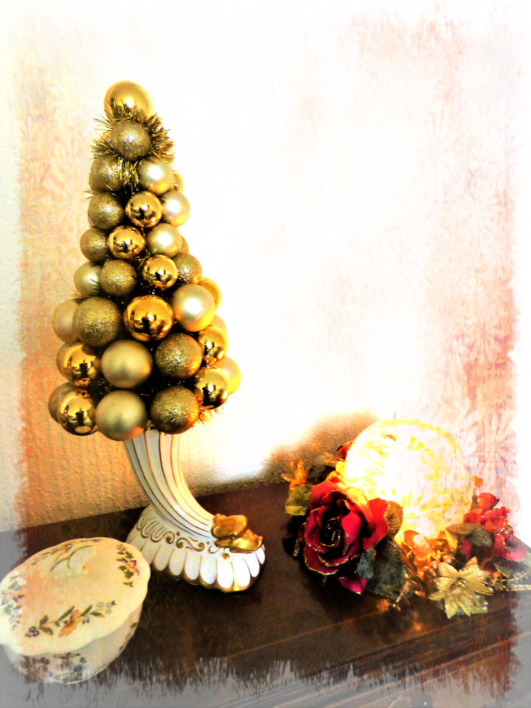 Bauble tree by beryl