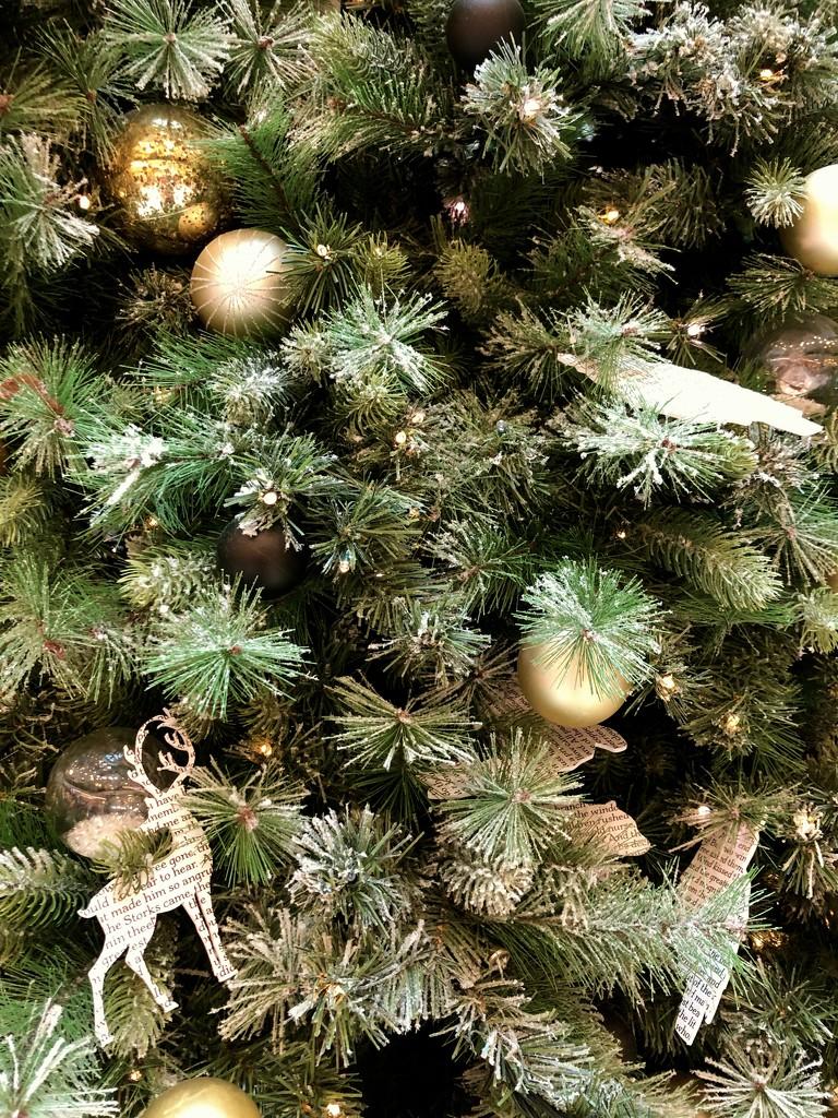 Christmas Tree by kjarn