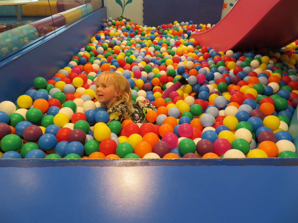 Ball pit IMG_8743 by annelis