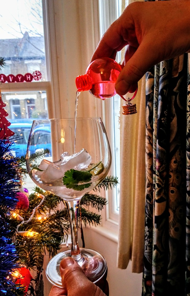 Pickering's gin baubles by boxplayer
