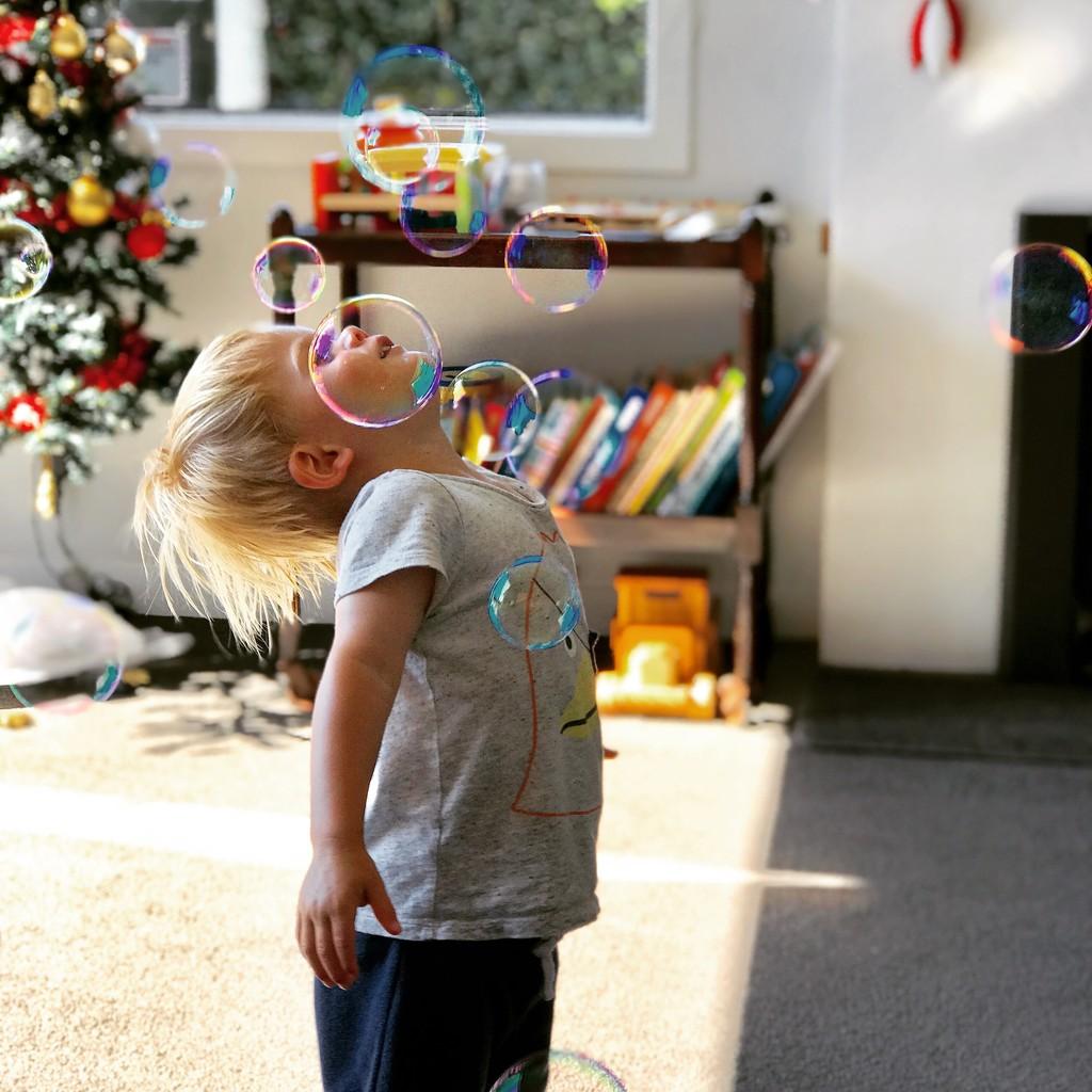 Bubble fun by tnaki