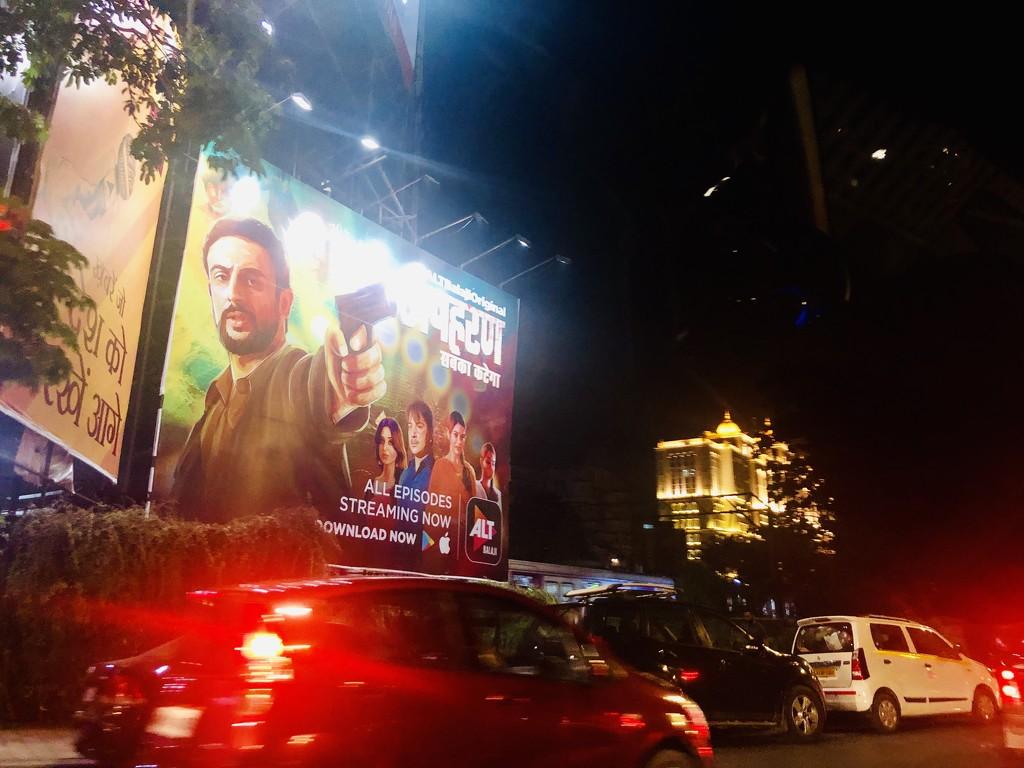 Busy Mumbai roads at night  by veengupta