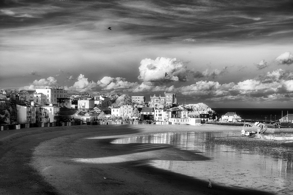 A Bleak Afternoon on Broadstairs Beach by fbailey