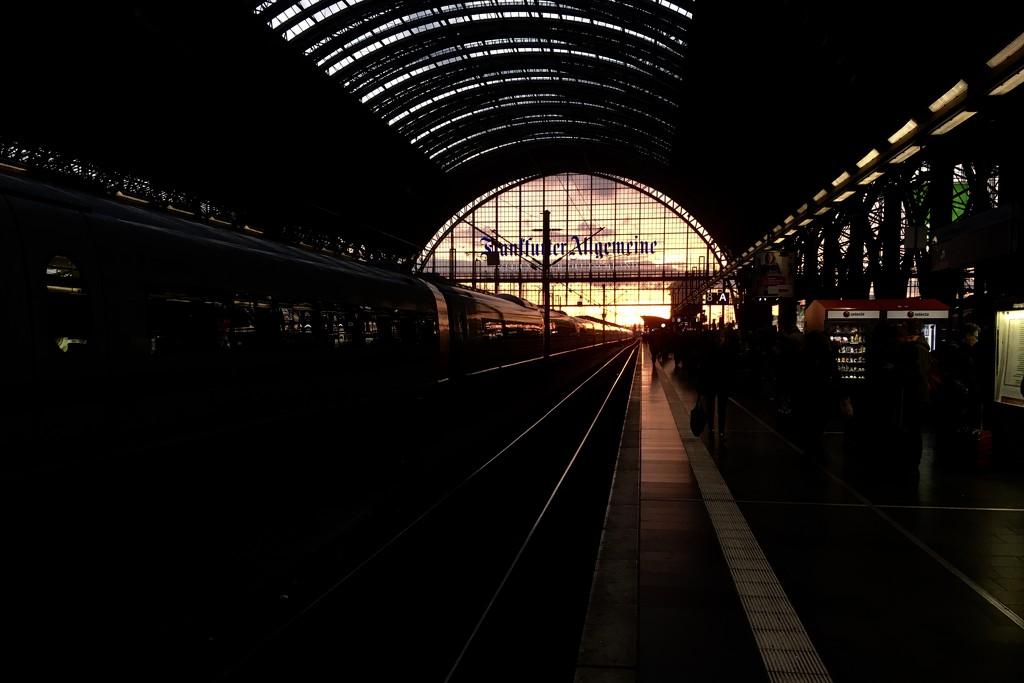 Frankfurt train station by vincent24