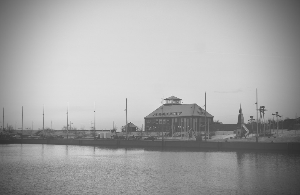 New Port in B&W by toinette