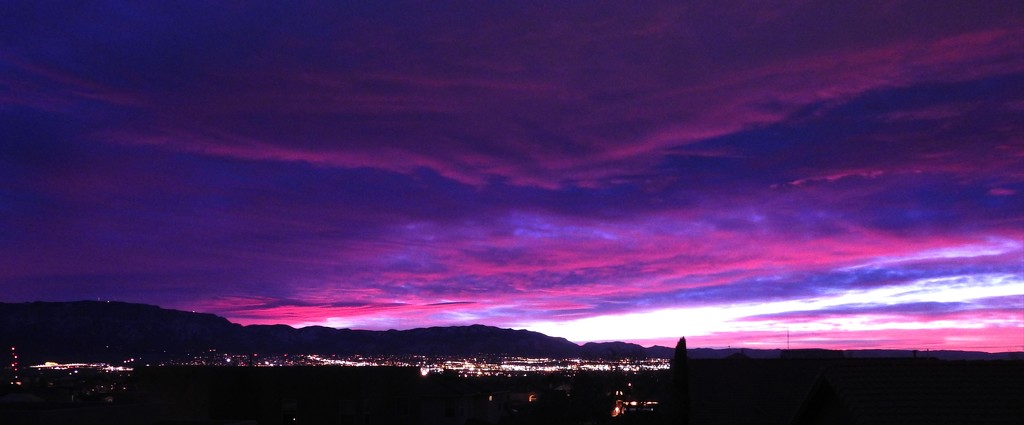 Daybreak over the City of Albuquerque, New Mexico, USA by janeandcharlie