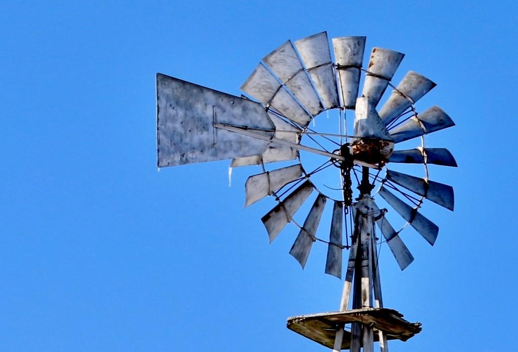 Cold Windmill by lynnz