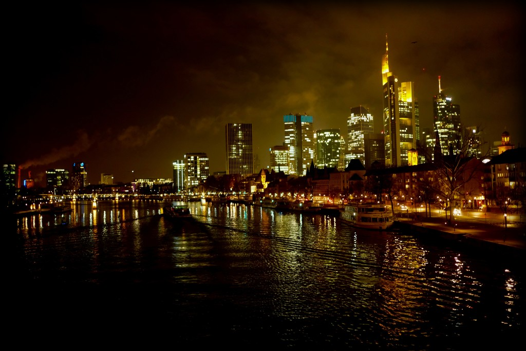 Frankfurt by night by vincent24