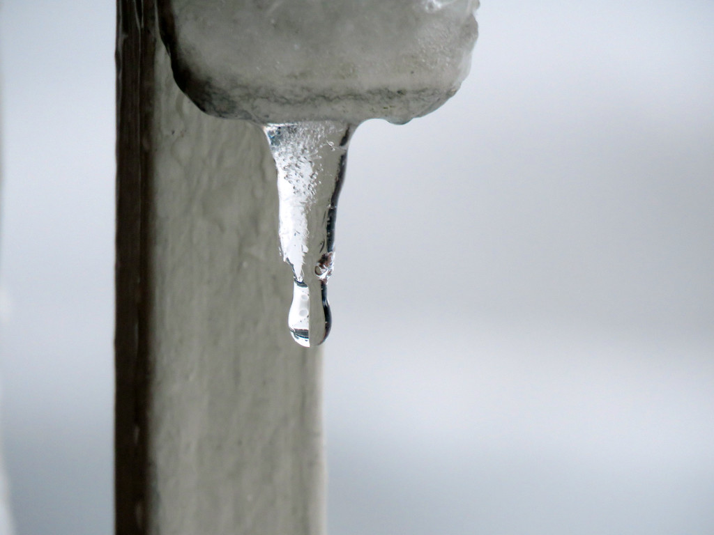 Melting Mini-Icicle by seattlite