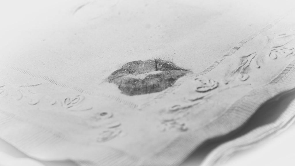 A kiss by randystreat