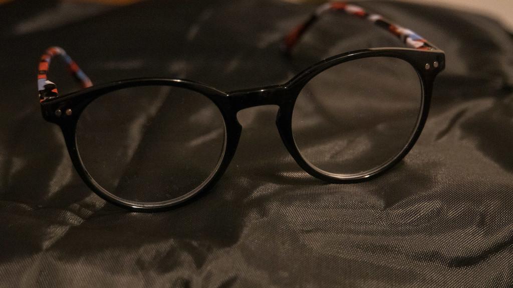 Black specs by randystreat
