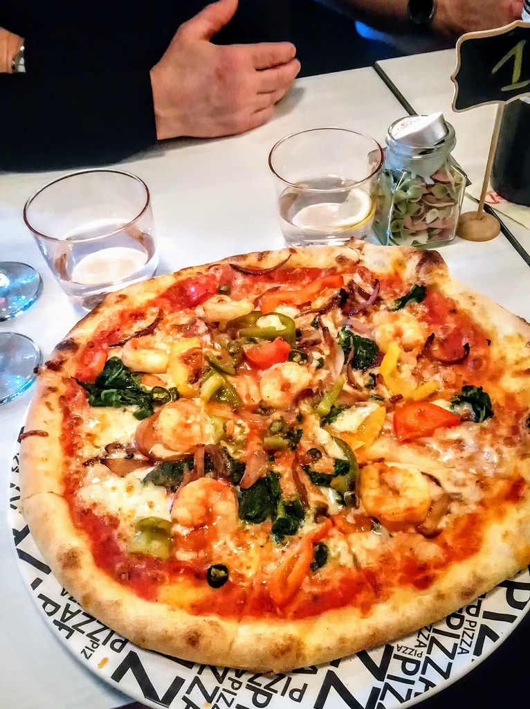 House pizza with prawns and peppers by boxplayer