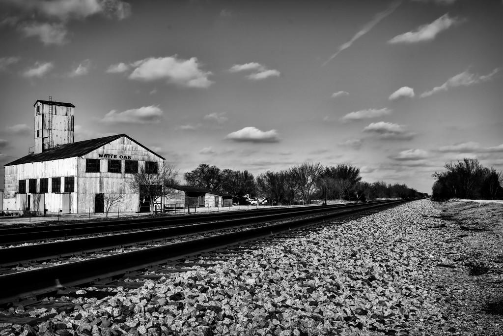 Train stop @ White Oak Grain Mill by samae