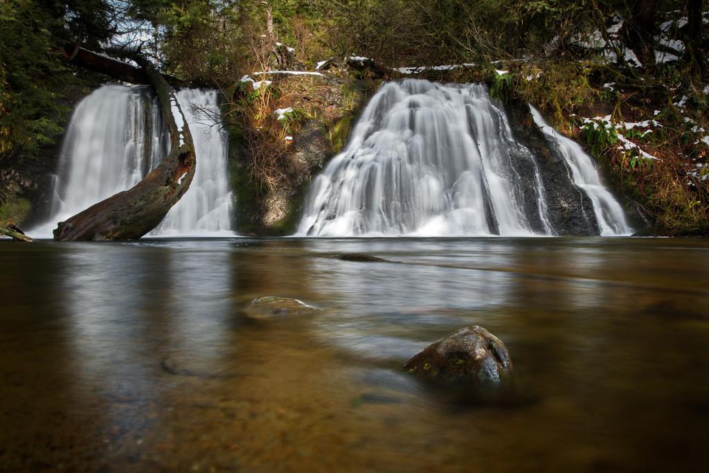 Revisiting Cherry Creeek Falls by teriyakih