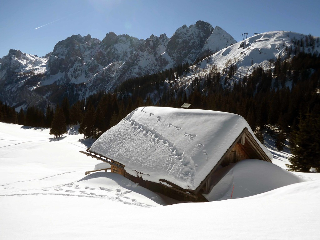 Little Deserted Hut by cmp