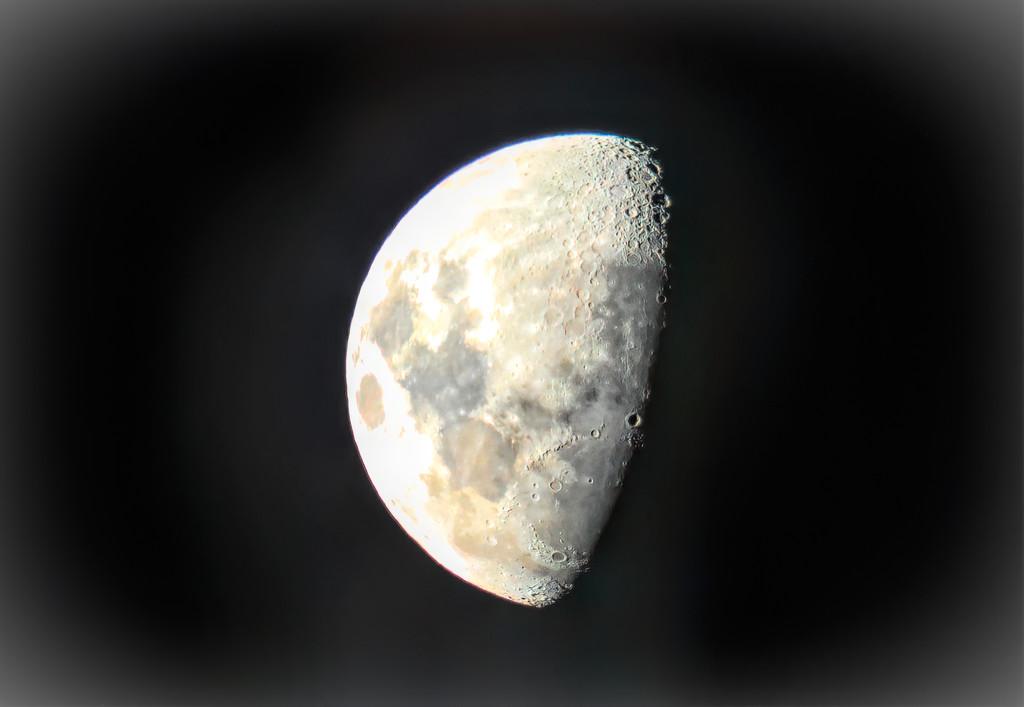 Last night's Moon by ludwigsdiana