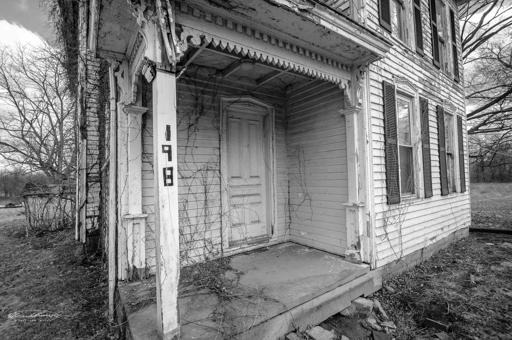 Abandoned home on Braun Farm by ggshearron