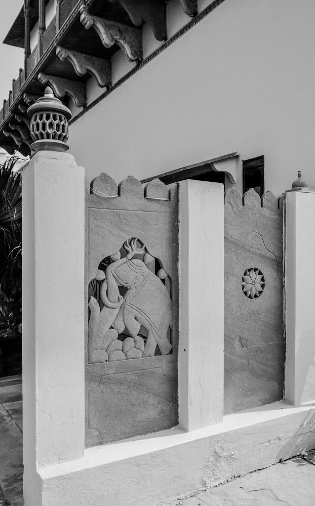 Jaipur: Laxmi Vilas Palace: fence by golftragic