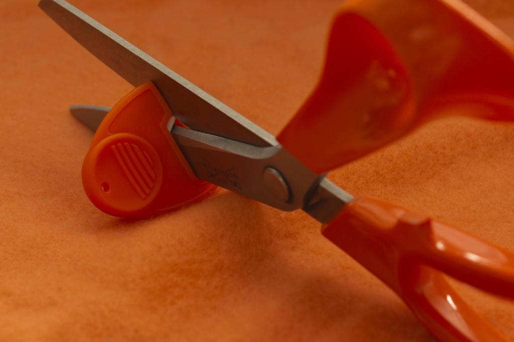 Scissor Sharpner by bizziebeeme