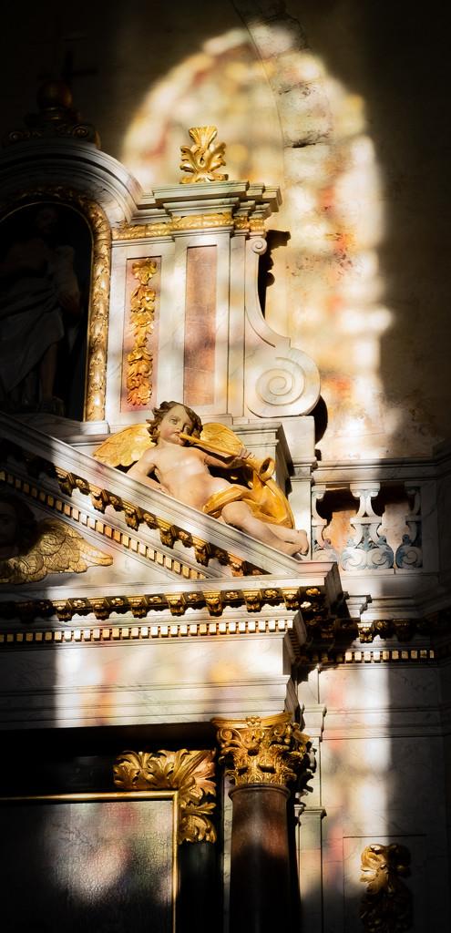Spotlit Cherubim... by vignouse