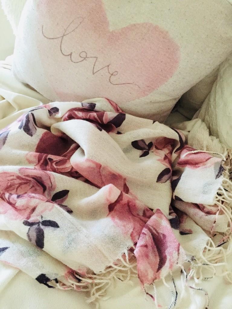 Pretty scarf by lilaclisa