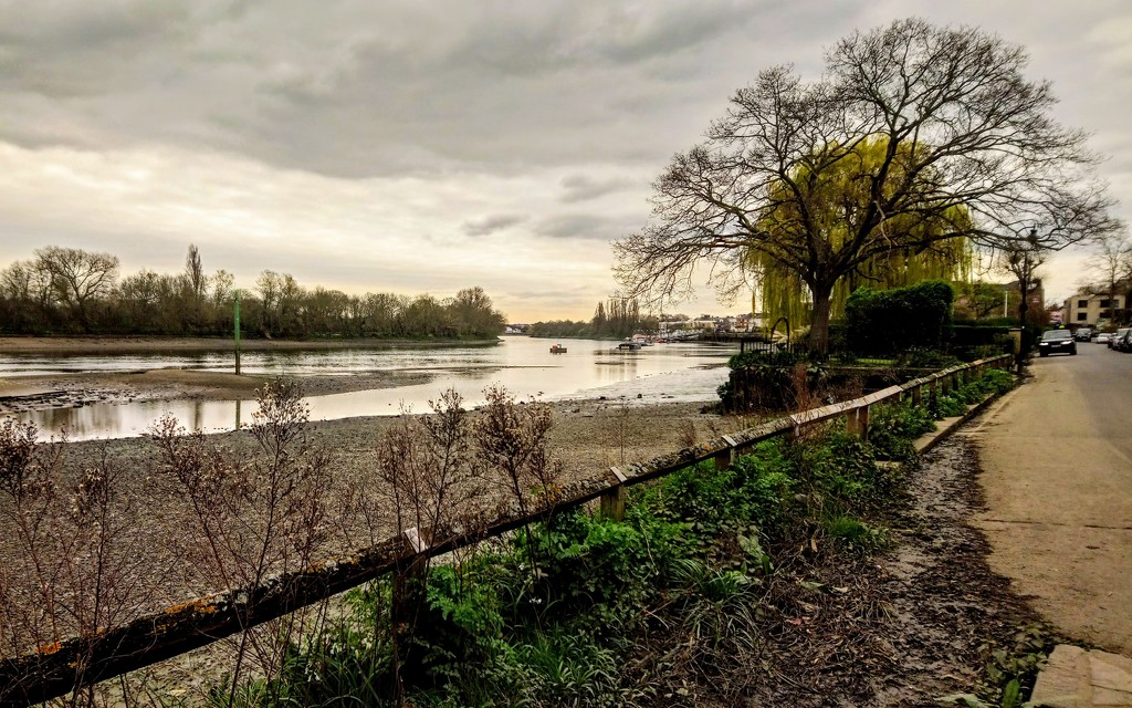 The Thames at Chiswick by Fuller's Brewery by boxplayer