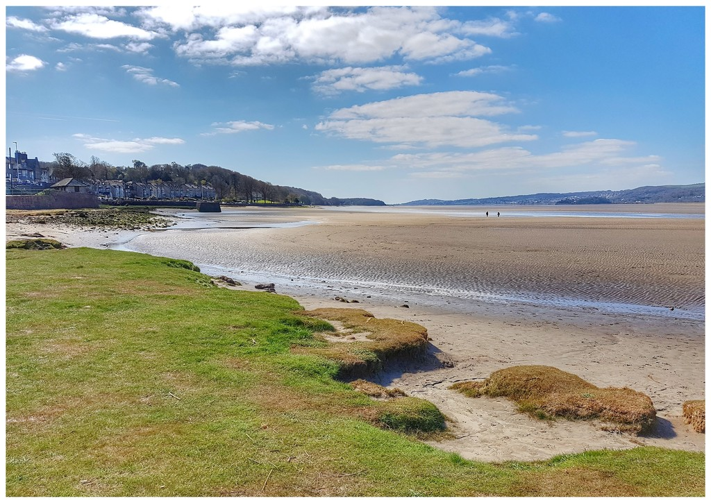 Arnside - to the left! by lyndamcg