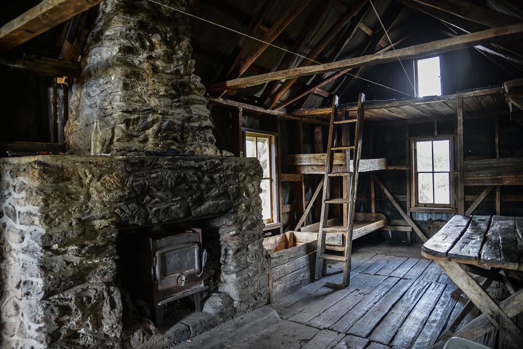 Copes Hut interior by jeneurell