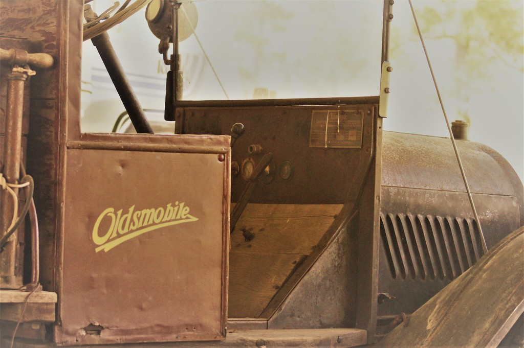 A very old Oldsmobile by dmdfday
