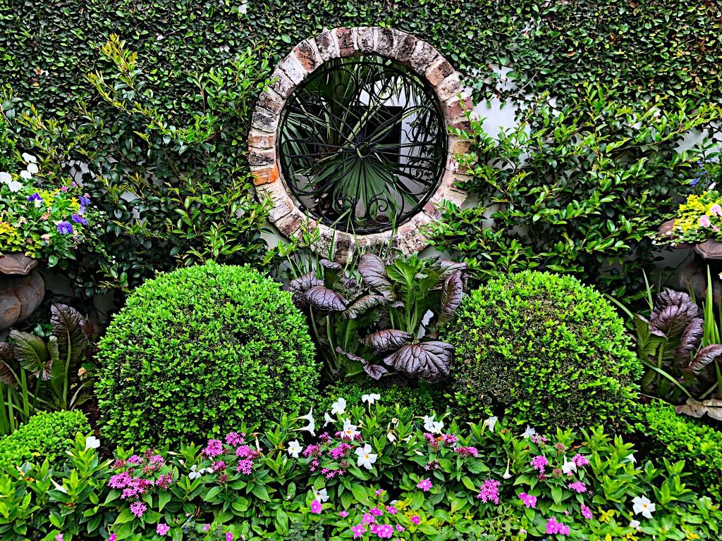 Historic garden, Charleston, SC by congaree