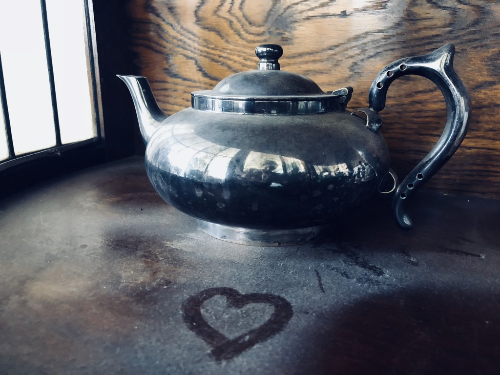 30 Shots April - Teapot and a heart by brigette