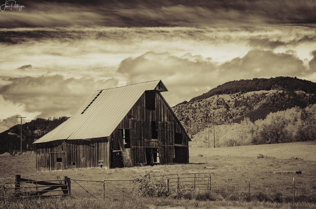 Umpqua Old Barn by jgpittenger