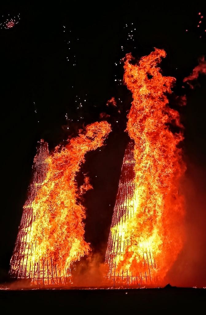 Bonfires at the Chingford May Fair by boxplayer