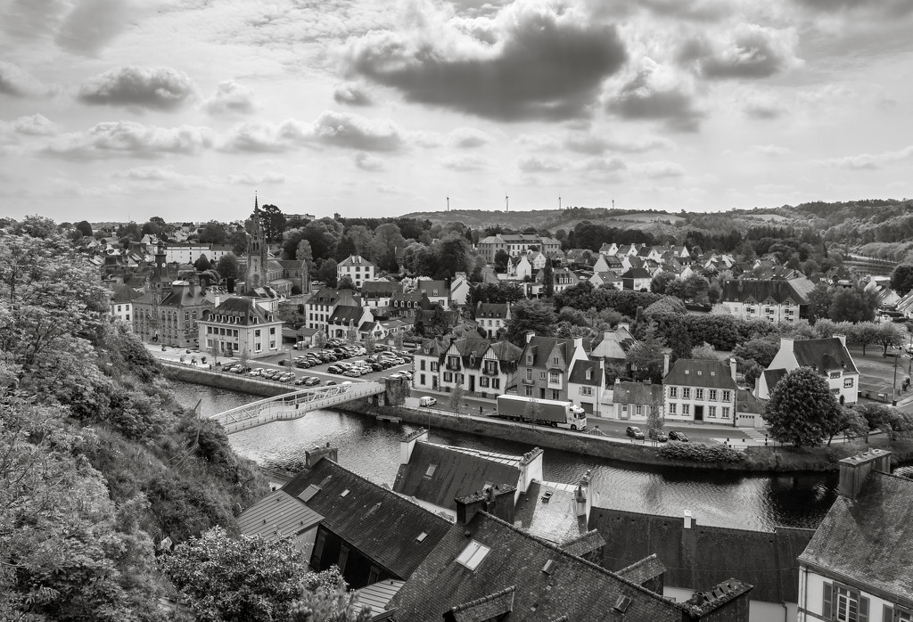 Châteaulin: viewed from Notre Dame church... by vignouse