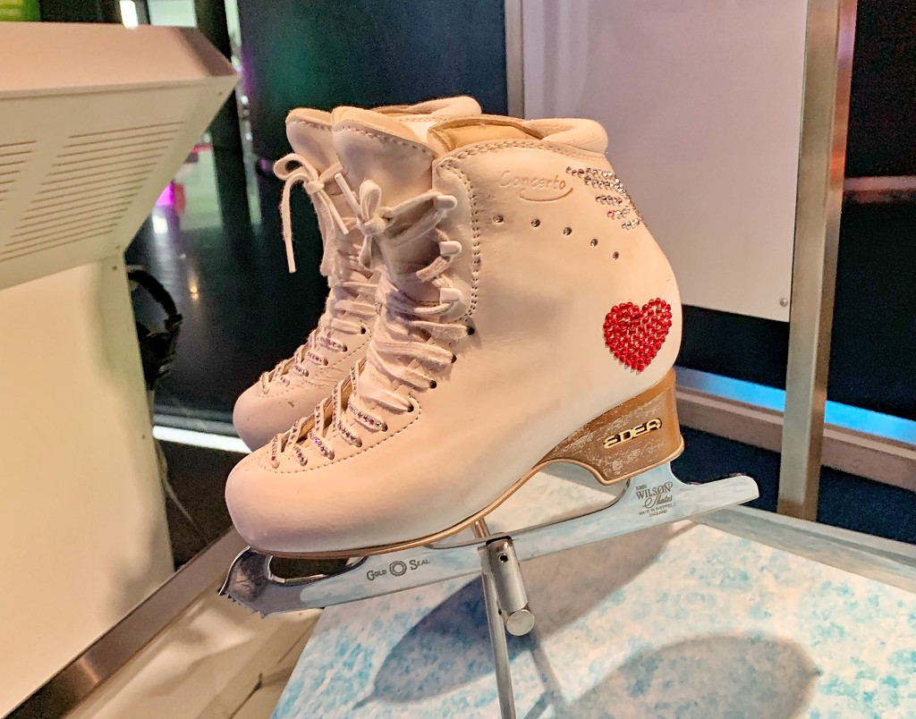 Heart ice skating shoes.  by cocobella