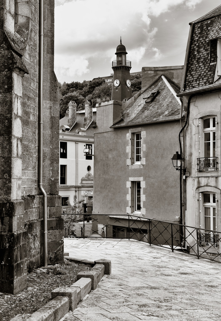 The back streets of Châteaulin by vignouse