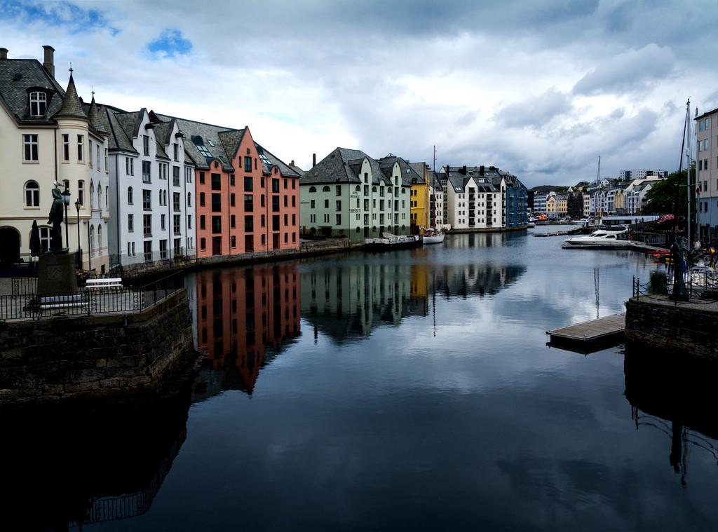 Elegant Ålesund  by rumpelstiltskin