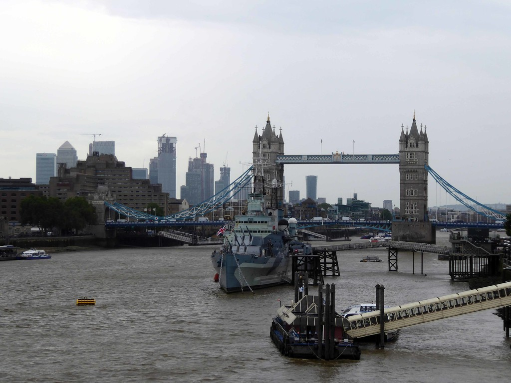 Thames View by cmp
