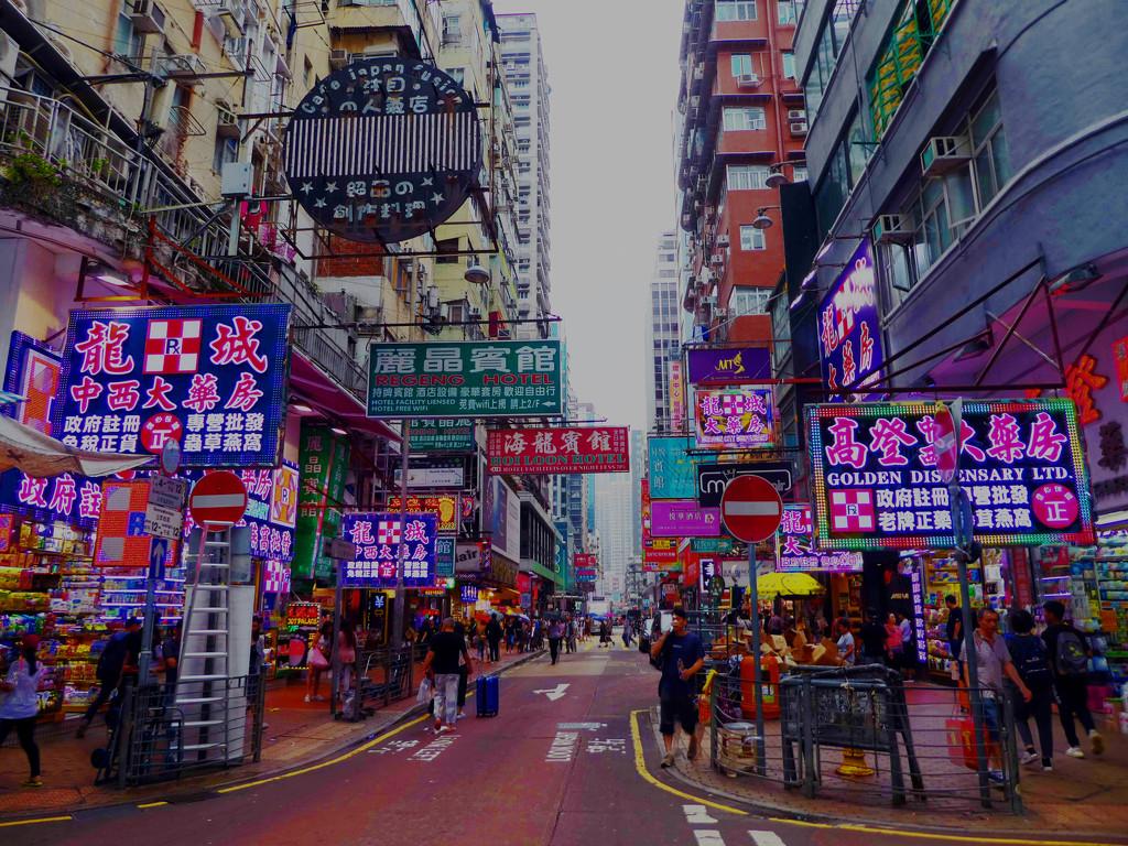 Hong Kong Street Scene by cmp