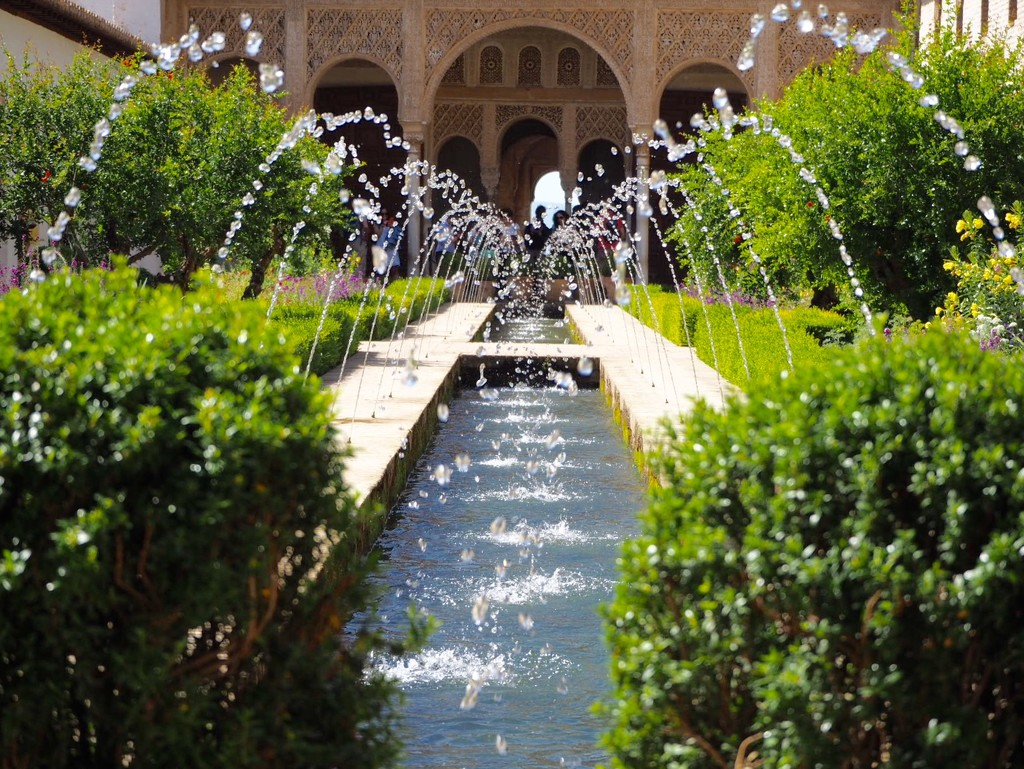 Fountain in the Generalife by jacqbb