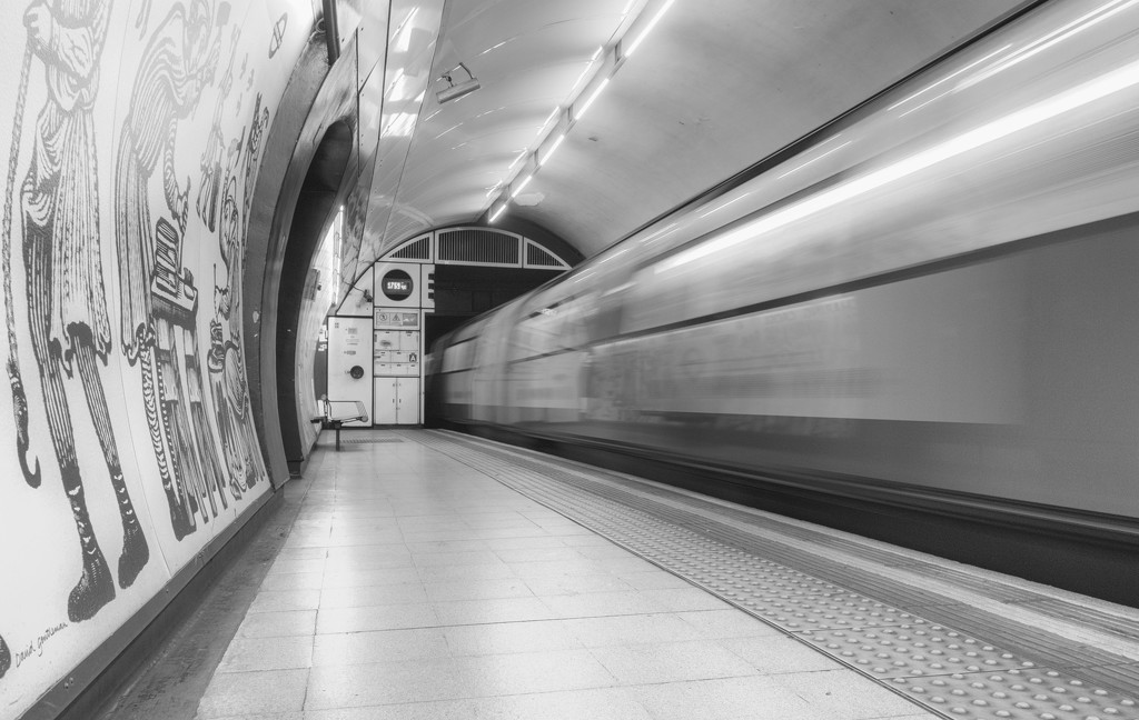 Charing Cross Tube Station by rumpelstiltskin