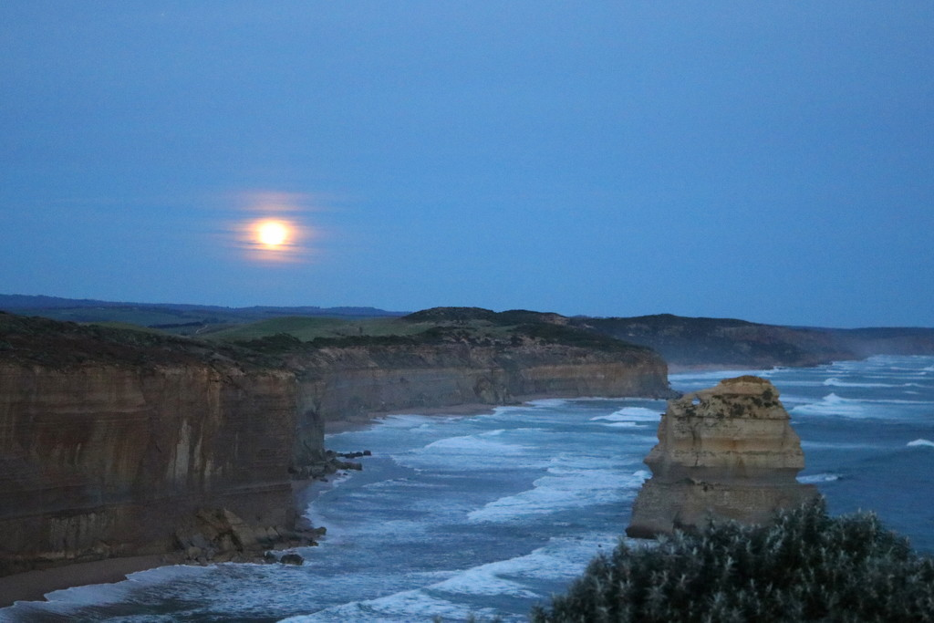 Moonrise over the Great Ocean Road by gilbertwood