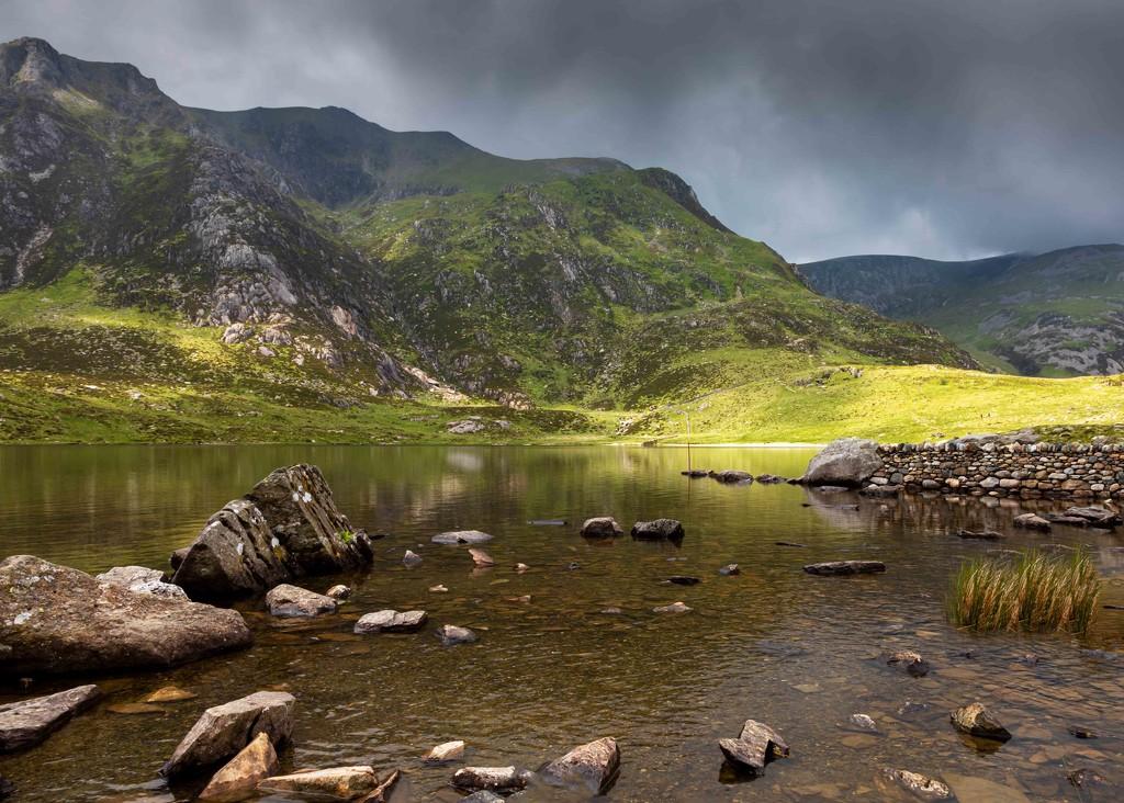 Llyn Idwal  by shepherdmanswife